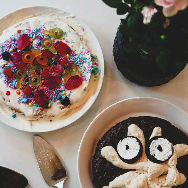 35 💫💃 . Kai tämä luku on ihan kiva. 😁🙈 . P.s. 8-vuotiaani teki kakut, mutta ne sopii hyvin tällaiselle ikinuorelle, eikö... 😂 . #birthday #birthdaycake #itsmybirthday #celebration #funfunfun